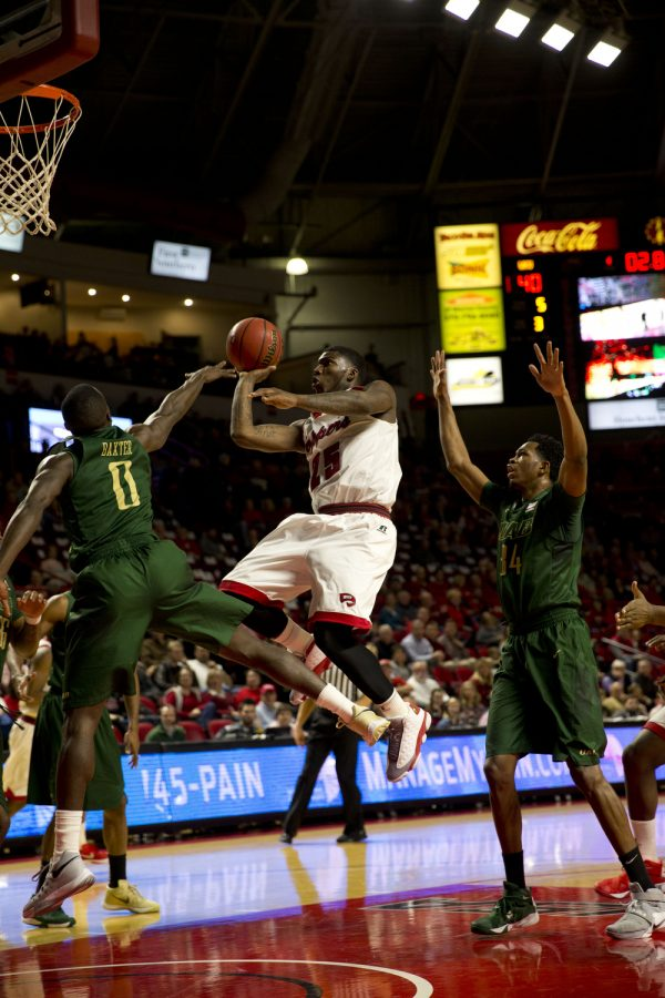 WKU+junior+guard+Fredrick+Edmond+%2825%29+drives+to+the+hoop+against+UAB+guard+Hakeem+Baxter+during+the+game+Thursday.+Western+Kentucky+University+Mens+Basketball+team+takes+on+the+University+of+Alabama-Birmingham+Blazers+at+Diddle+Arena+on+January+28%2C+2016%2C+in+Bowling+Green%2C+Ky.+WKU+leads+UAB+at+the+half%2C+40+-+35.+Matt+Lunsford%2FHERALD
