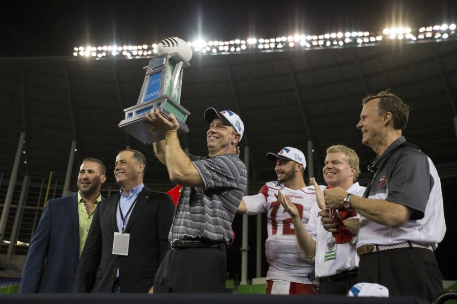 WKU%27s+head+coach+Jeff+Brohm+lifts+the+Miami+Beach+Bowl+trophy+after+the+Hilltopper%27s+45-35+win+over+the+University+of+South+Florida+on+Monday+at+Marlins+Park+in+Miami%2C+Fl.%C2%A0Mike+Clark%2FHERALD