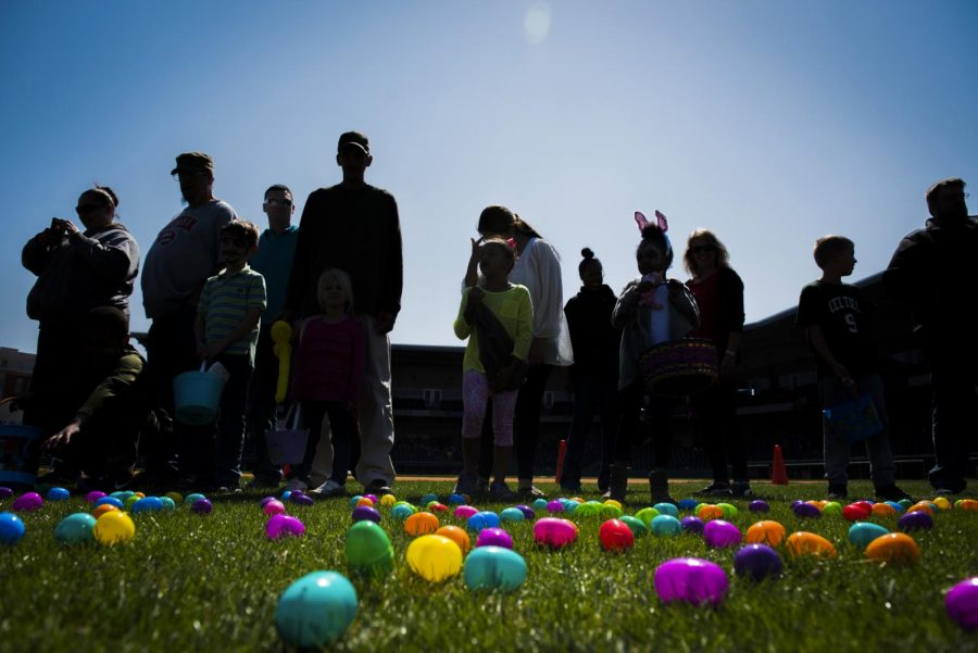 Decked+out+with+bunny+ears%2C+face+paint+and+baskets%2C+children+eagerly+wait+for+the+signal+to+rush+the+Bowling+Green+Hot+Rod+stadium+outfield+to+gather+thousands+of+eggs+spread+out+by+volunteers+from+the+Crossland+Community+Church.+Gabriel+Scarlett%2FHERALD
