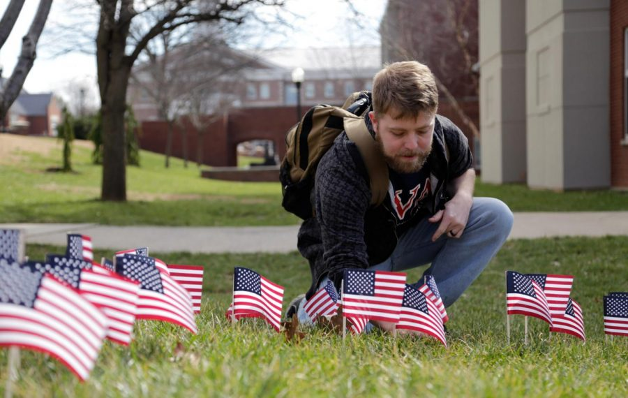 Joe+Hunter%2C+the+president+of+SVA%2C+a+current+student+at+WKU+and+a+former+Marine%2C+plants+a+handful+of+flags+on+the+lawns+of+Centennial+Mall+to+pay+respect+to+the+veterans+he+has+known.+Srijita+Chattopadhyay%2FHERALD