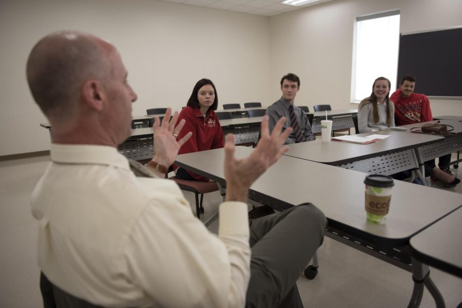 Students+meet+with+Thomas+Spencer%2C+a+candidate+for+the+position+of+Associate+Director+of+the+Honors+College+for+Academics+and+Department+Head.+They+voiced+concerns+about+the+current+system+and+asked+what+changes+he+would+hope+to+implement%2C+if+hired.+Among+many+other+plans%2C+he+hopes+to+make+a+more+conscious+effort+to+actively+involve+upperclassmen.+%E2%80%9CThis+is+a+position+that+hits+my+strengths%2C%E2%80%9D+says+Spencer.+%E2%80%9C+I+enjoy+working+with+faculty+and+working+with+students.+This+sort+of+hits+my+sweet+spot.%E2%80%9D+Gabriel+Scarlett%2FHERALD