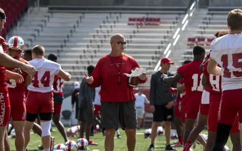 Defensive Coordinator Nick Holt talks to players while they stretch before practice on Tuesday, Aug. 30, Smith Stadium. Kathryn Ziesig/HERALD