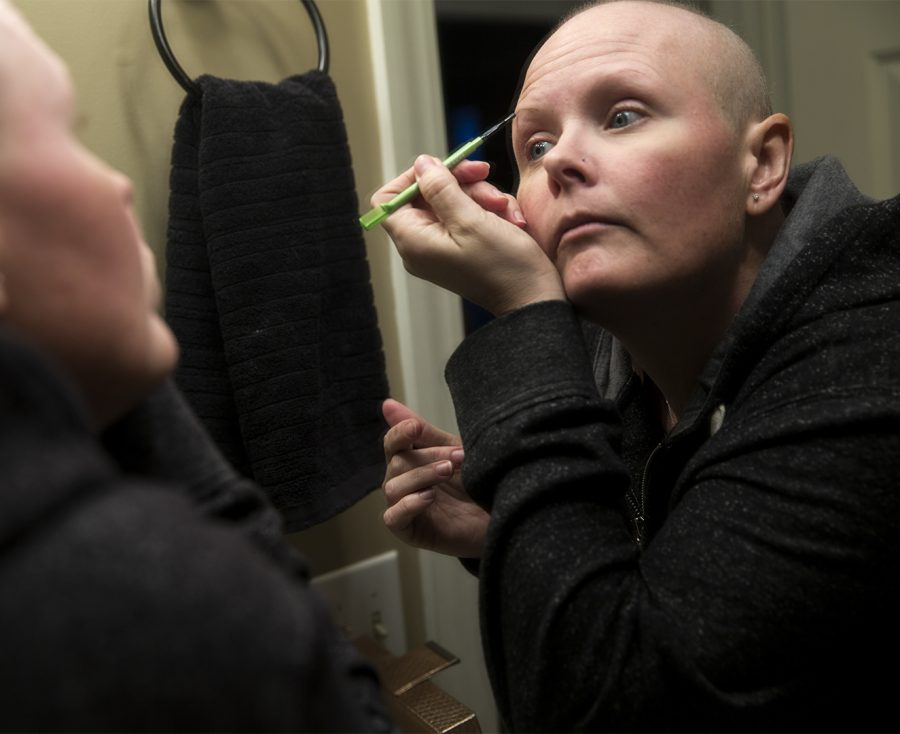 Coltrin+fills+in+her+eyebrows+as+part+of+her+makeup+routine+before+she+goes+to+work.+Im+just+trying+to+look+less+sick%2C+less+like+a+cancer+patient%2C+Coltrin+said.