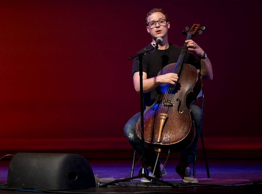 Cellist%2C+Ben+Sollee%2C+performs+as+part+of+the+Cultural+Enhancement+Series+on+Thursday%2C+Oct.+20%2C+at+Van+Meter+Hall.+Brendan+O%27Hern%2FHERALD
