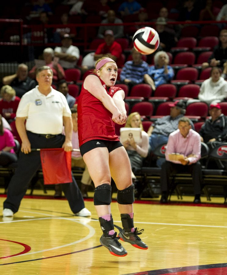 Senior+defensive+specialist+Georgia+OConnell+%2812%29+digs+the+volleyball+against+UAB+on+Friday%2C+Oct.+14+at+Diddle+Arena.+OConnell+led+the+Lady+Toppers+with+11+digs.+Jeff+Brown%2FHERALD