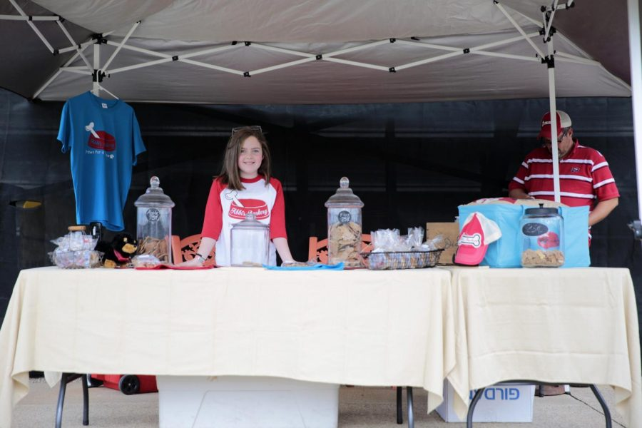 Abbi+Broadway+of+Abbi%27s+Barkery+sells+dog+treats+at+the+WKU+Bark+in+the+Park+on+Sunday%2C+Oct.+16%2C+to+raise+money+to+purchase+a+Seizure+Response+Dog.+Broadway+was+diagnosed+with+epilepsy+a+year+and+a+half+ago+and+has+recently+put+down+a+deposit+on+a+German+Shepherd+service+dog+which+she+will+go+meet+in+the+upcoming+few+days.+Abbi%27s+Barkery+is+a+nonprofit+started+by+Broadway+and+her+family+to+help+others+in+need+of+service+dogs%2C+their+Barkery+will+open+on+Tuesday%2C+Nov.+1%2C+in+Franklin%2C+and+it+will+have+its+official+Grand+Opening+on+Saturday%2C+Nov+19.+Lex+Selig%2FHERALD