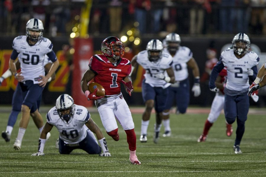 Junior+wide+receiver+Nacarius+Fant+%281%29+runs+down+field+during+WKU%27s+59-24+win+over+ODU+on+Saturday%2C+Oct.+22%2C+in+Smith+Stadium.+Fant+contributed+31+yards+in+three+catches.+Brendan+O%27Hern%2FHERALD
