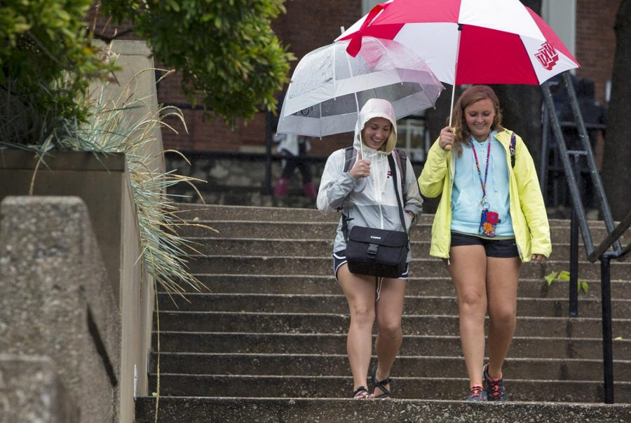 Madalynn+Alt%2C+a+freshman+from+Gettysburg%2C+Pa%2C+walks+back+from+classes+with+Molly+Pretty+of+Hart+County%2C+Ky.+Hilltoppers+experienced+rain+and+cloudy+skies+Friday%2C+Sept.+1+as+Hurricane+Harvey+moved+over+the+Midwest.+GRACE+PRITCHETT%2FHERALD