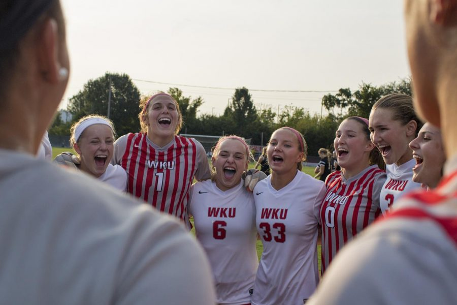 The+Lady+Toppers+huddle+up+before+their+game+against+University+of+Evansville+on+Sunday%2C+Sept.+3%2C+2017+at+WKU+Soccer+Complex.