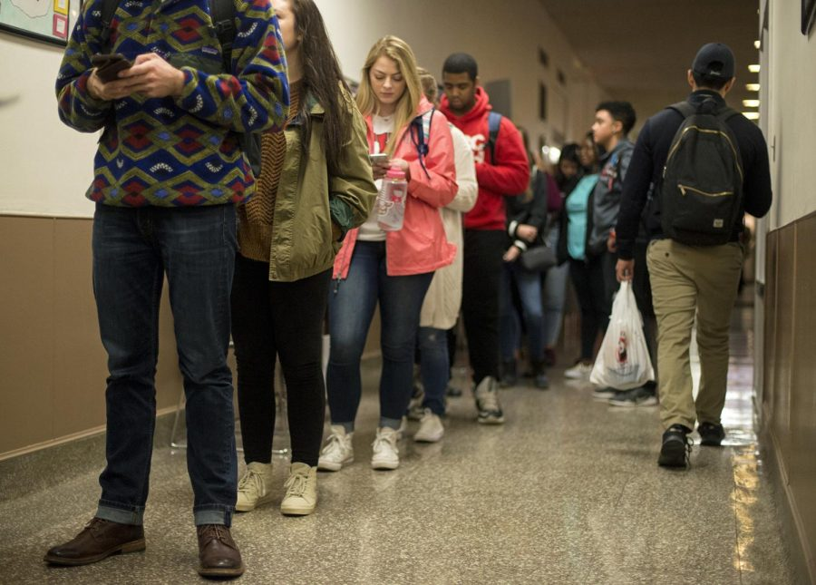 WKU+students+wait+in+line+for+Panda+Express+in+Garrett+Conference+Center+Tuesday%2C+Jan.+23.+Periods+right+after+students+get+out+of+class+are+often+the+busiest+for+restaurants+on+campus.