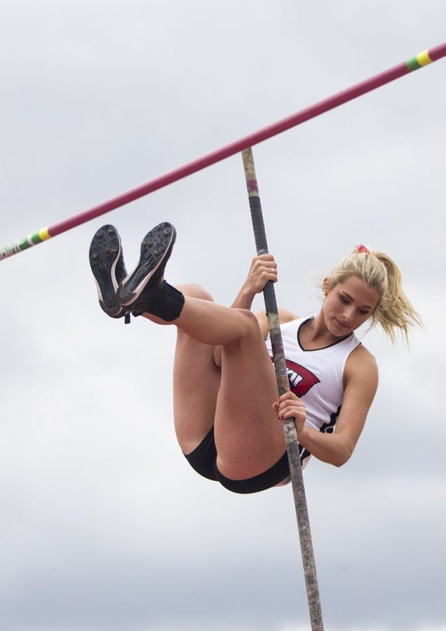 Freshman+Nicole+Ogorek+attempts+a+pole+vault+at+the+Hilltopper+Relays+on+April+6+at+the+Ruter+Track+and+Field+Complex.+Ogorek+placed+8th.