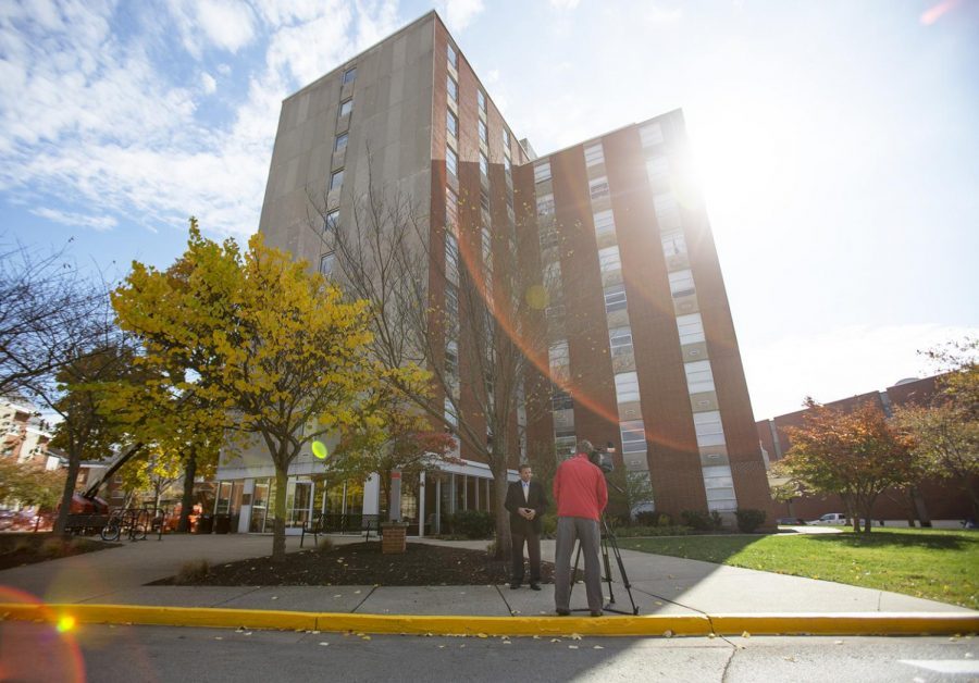 WDRB+reporter+Lawrence+Smith+reports+on+the+mold+problem+in+WKU%27s+Minton+Hall.+Students+housed+in+the+dorms+are+experiencing+mold+in+the+ceiling+panels+of+their+rooms%2C+underneath+their+beds+and+even+personal+belongings.+Students+are+told+to+move+out+by+Sunday+Nov.+11%2C+2018.%C2%A0