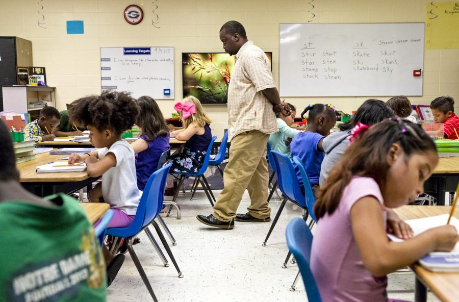 JaMarvin+Durham+watches+his+students+as+they+practice+their+spelling+exercise+on+Tuesday%2C+Sept.+4.+Many+of+the+students+struggle+with+their+reading+and+writing+skills.