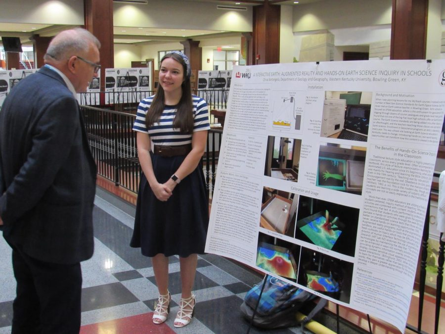 SkyTeach+senior+Olivia+Santangelo+presents+her+research+at+the+Kentucky+Academy+of+Science+2018+annual+meeting.