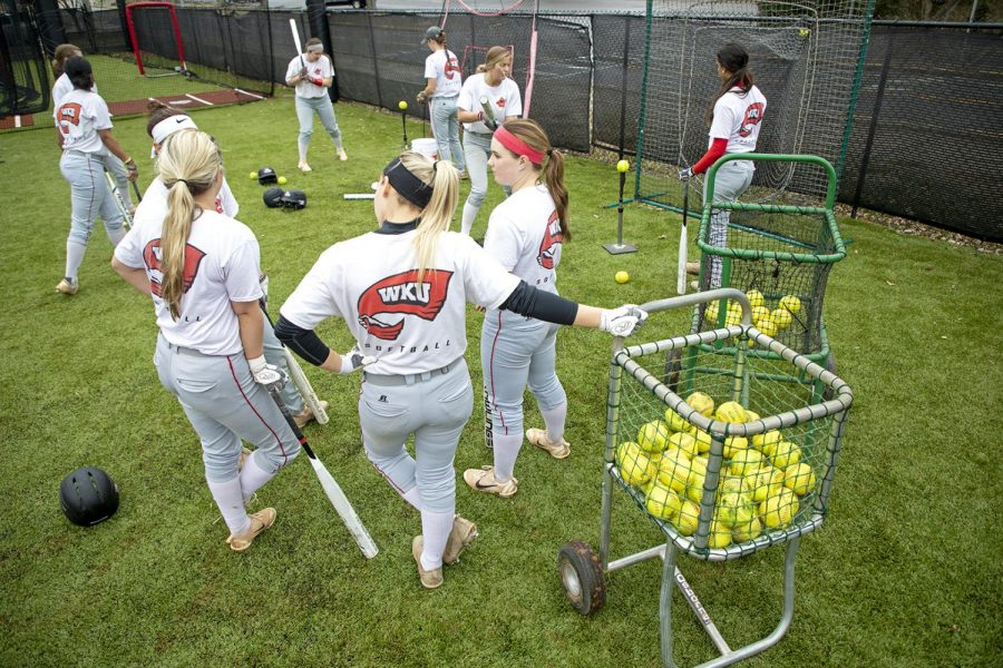 Wku%E2%80%99s+softball+team+starts+off+their+practice+after+their+warm+ups+with+batting+at+the+WKU+Softball+Complex+on+Feb.4%2C+2019.