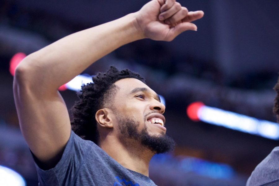 Dallas+Mavericks%27+new+acquisition+Courtney+Lee+celebrates+on+the+bench+while+watching+his+teammates+battle+the+San+Antonio+Spurs+at+the+American+Airline+Center+on+March+12+in+Dallas.%C2%A0