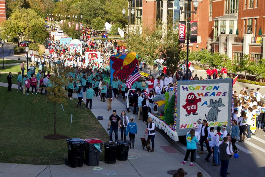 Members+of+the+greek+community+gather+around+their+floats+as+they+prepare+them+for+the+Homecoming+parade+Friday%2C+Oct.+21%2C+2016%2C+on+Avenue+of+Champions.+Hundreds+of+hours+of+work+and+preparation+are+put+into+building+each+float.+Megan+Strassweg%2FHERALD