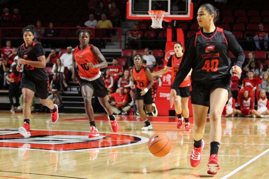 Sophomore+Guard+Meral+Abdelgawad+%2840%29+dribbles+up+the+court+in+response+to+a+turnover+by+the+white+team+during+Hilltopper+Hysteria+on+Oct.+17th%2C+2019+in+Diddle+Arena.
