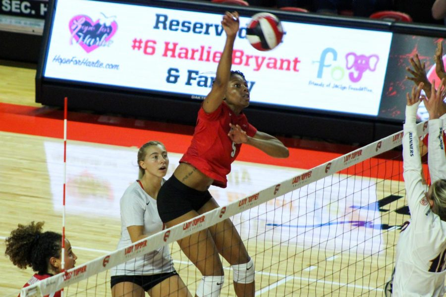 WKU+sophomore+Lauren+Matthews+%285%29+spikes+the+ball+during+Sunday%E2%80%99s+sweep+against+the+UTSA+Roadrunners.+Matthews+lead+the+Lady+Toppers+with+15+kills+and+ended+the+game+with+a+.522+hitting+percentage.