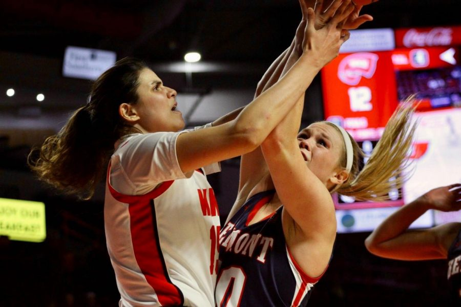 Junior+forward+Raneem+Elgedawy+%2815%29+battles+with+Belmont+senior+forward+Ellie+Harmeyer+%2830%29+during+the+Lady+Toppers%27+game+against+Belmont+in+Diddle+Arena+on+Wednesday%2C+Nov.+13+in+Bowling+Green.