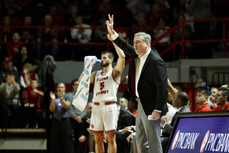 Head+coach+Rick+Stansbury+signals+to+his+team+during+the%C2%A0WKU+Hilltoppers%27+91-84+win+over+the+Marshall+Thundering+Herd+on+Saturday%2C+Jan.+25+in+Diddle+Arena.