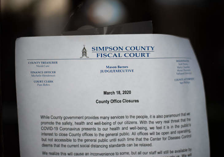 A+notice+of+County+Office+closures+is+posted+at+the+Simpson+County+Fiscal+Court.
