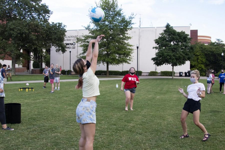 Games+such+as+volleyball+have+helped+student+organizations+keep+six+feet+apart+while+still+being+able+to+have+recreation+nights.