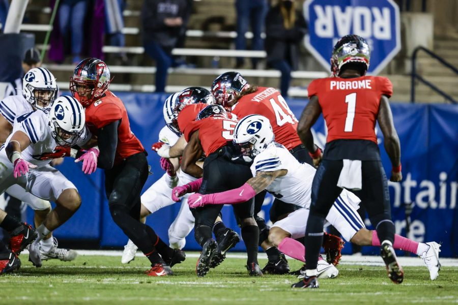 BYU defending WKU in third quarter on Oct. 31, 2020. The Hilltoppers would go on to fall 41-10 to the ranked program.