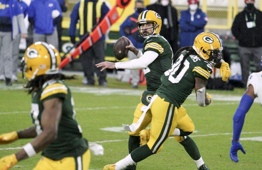 Packers+32%2C+Rams+18