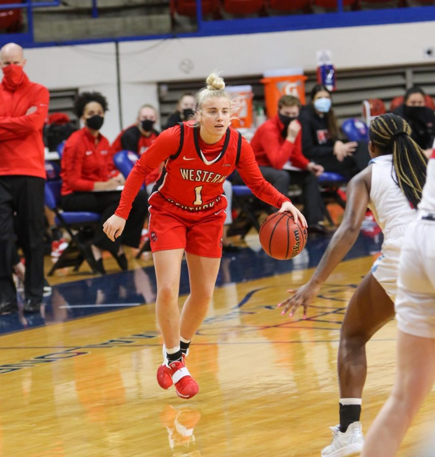 Freshman+Hope+Sivori+dribbling+against+the+LA+Tech+Lady+Techsters+on+Jan.+8%2C+2021.+The+Lady+Toppers+took+down+LA+Tech+61-55+for+their+first+conference+win+of+the+season.%C2%A0