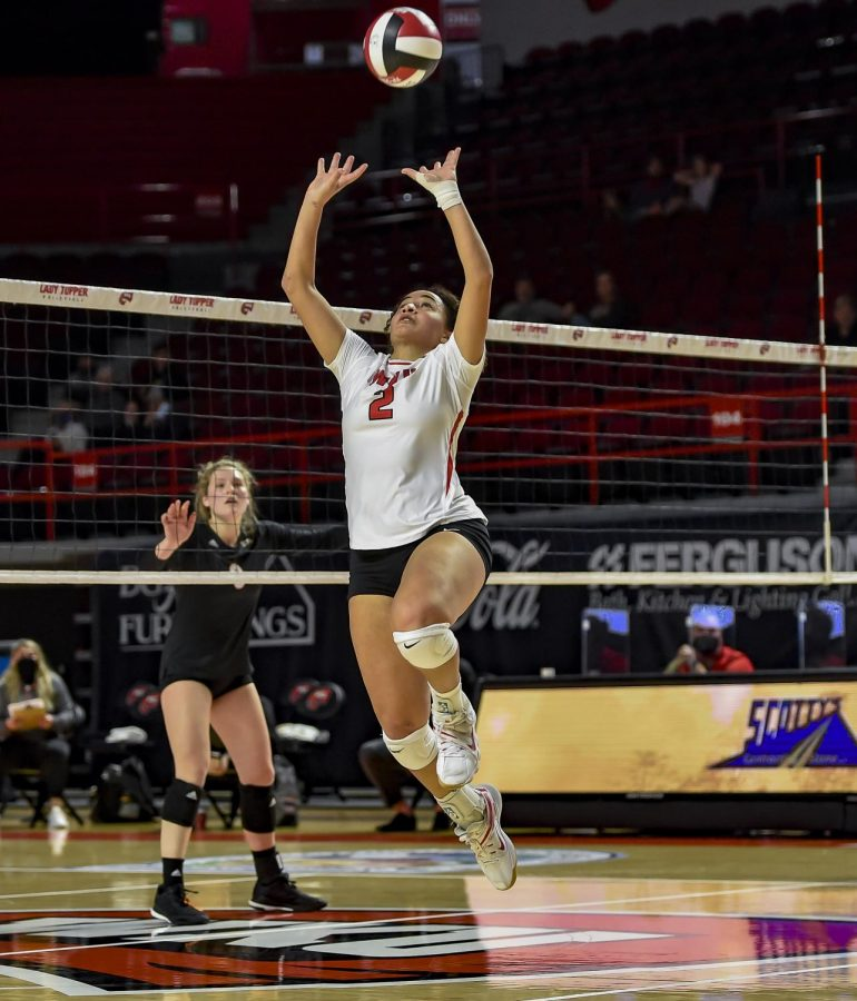 Western+Kentucky+Hilltoppers+setter+Nadia+Dieudonne+%282%29+playing+against+the+Mercer+Bears+on+Jan.+24%2C+2021+in+Diddle+Arena.+WKU+begins+the+season+3-0+after+taking+down+Mercer+and+Bellarmine.%C2%A0