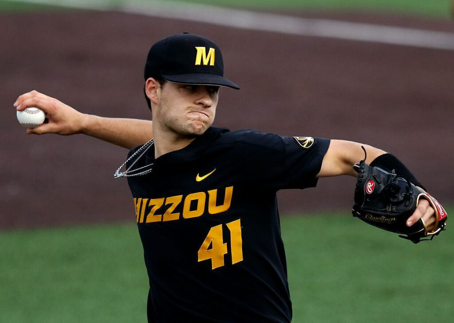 Missouri+starting+pitcher+Zach+Hise+deals+a+pitch+in+the+first+inning+Saturday+at+Taylor+Stadium+in+Columbia.+Hise+gave+up+three+hits+and+four+walks+while+tallying+six+strikeouts+over+four+frames.