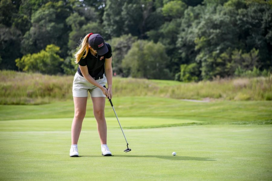 Megan Clarke putting at a practice round at Olde Stone Country Club.
