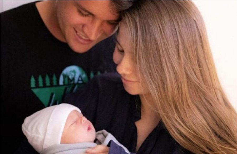 Bindi+Irwin+and+Chandler+Powell+welcome+baby+daughter