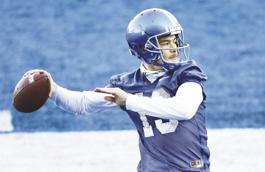 Boise+State+quarterback+Hank+Bachmeier+%2819%29+looks+for+an+open+receiver+during+spring+practice+on+March+12+at+Albertsons+Stadium+in+Boise.