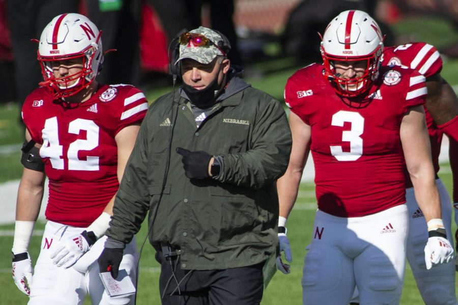 Nebraska+assistant+coach+Mike+Dawson+walks+back+to+the+sideline+flanked+by+Nick+Henrich+%28left%29+and+Will+Honas+in+November+at+Memorial+Stadium.