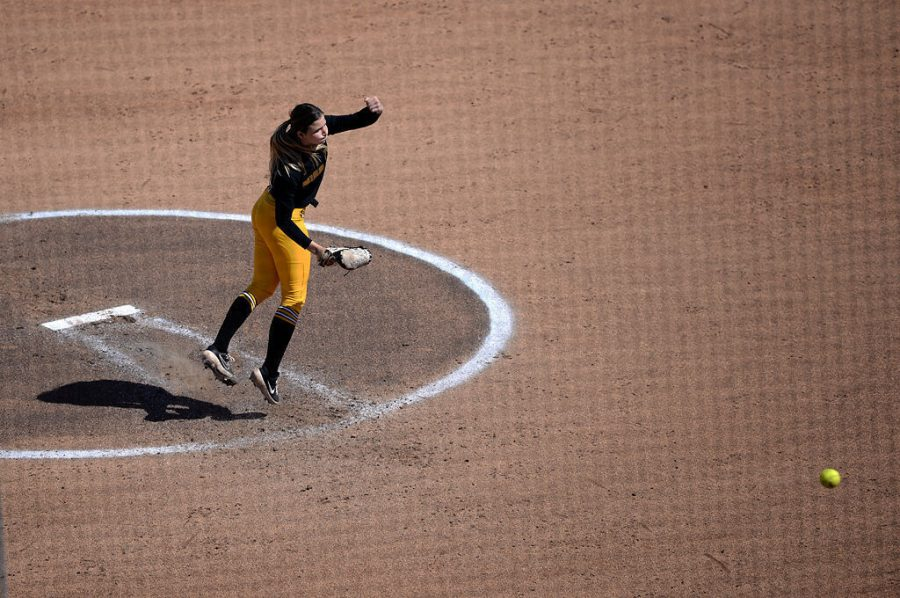 Missouri+sophomore+Emma+Nichols+pitches+in+the+third+inning+Saturday+at+the+Mizzou+Softball+Stadium.+Nichols+went+2.2+innings%2C+letting+up+four+earned+runs+and+striking+out+two+batters.