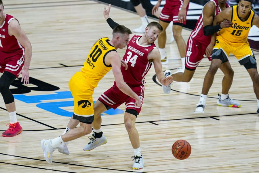 Badgers fans on Twitter sound off after Iowa Hawkeyes land knockout punch on Wisconsin