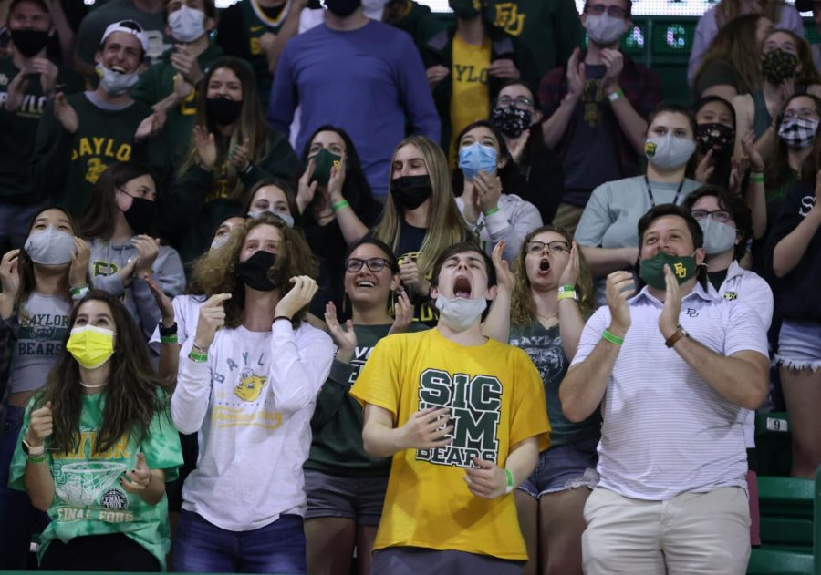 Baylor+students+react+to+the+Bears+against+Houston+at+the+watch+party+at+the+Ferrell+Center+Saturday+afternoon.+For+Monday+night%E2%80%99s+national+championship+game%2C+the+watch+party+has+been+moved+to+McLane+Stadium.