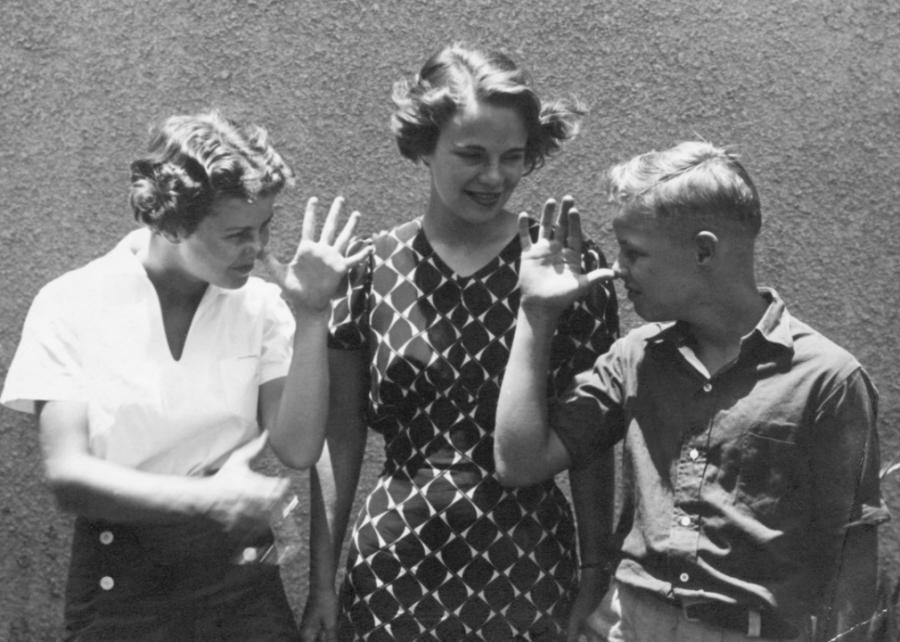 1920s%3A+Brando%E2%80%99s+elder+sisters+Jocelyn+and+Frances