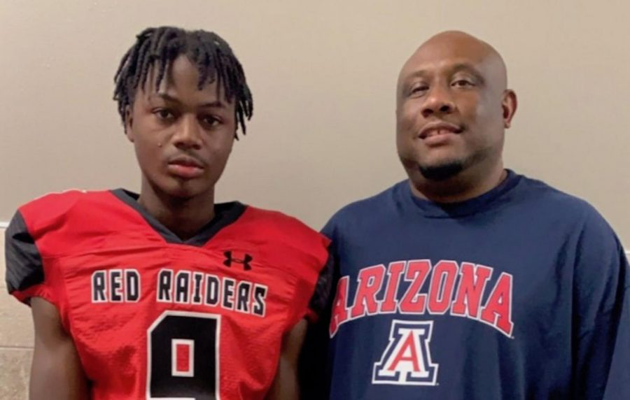 Texas%2C+cornerback+Jakelyn+Morgan%2C+pictured+with+his+father%2C+Johnny%2C+is+a+three-star+defensive+back+in+the+Arizona+Wildcats%E2%80%99+2021+signing+class.