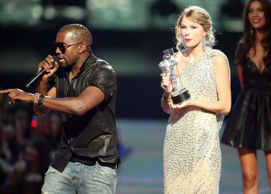 2009%3A+Kanye+West+interrupts+Taylor+Swift+at+the+MTV+Video+Music+Awards