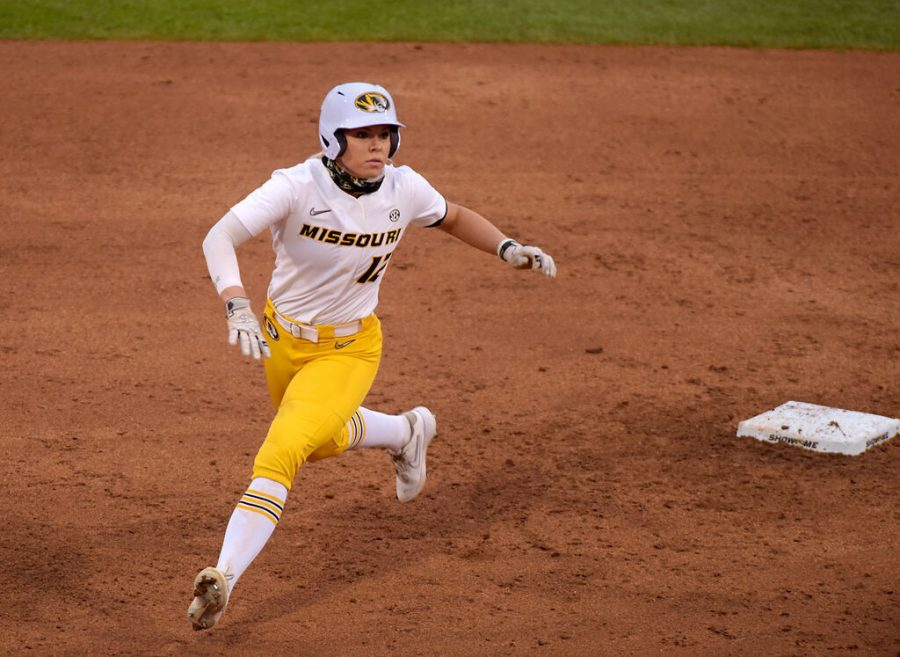 Outfielder+Casidy+Chaumont+sprints+from+second+base+to+third+during+the+second+inning