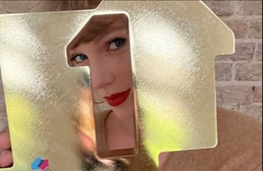 Taylor+Swift+breaks+chart+record+set+by+The+Beatles
