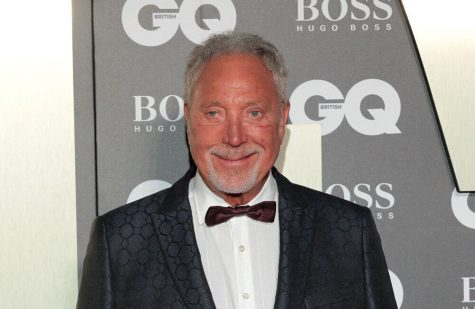 Sir Tom Jones saved from drowning by divine intervention