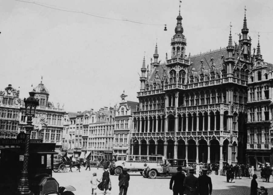 1929: Born in Brussels