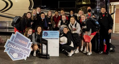The WKU volleyball team after arriving back on campus on April 4, 2021 from the C-USA Championship match against Rice.