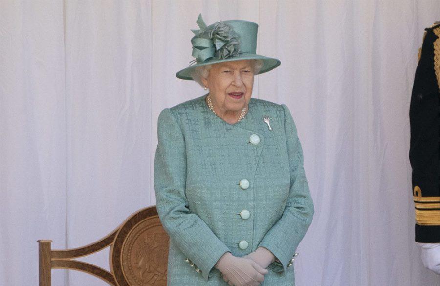 Queen Elizabeth returns to work