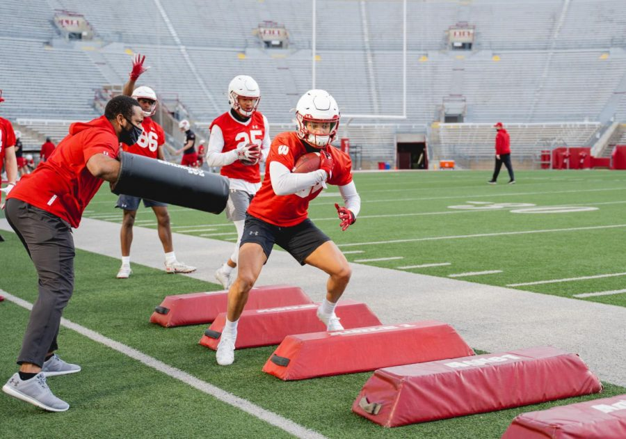 Wisconsin+junior+receiver+A.J.+Abbott+goes+through+a+drill+last+week.+Abbott+hasn%27t+had+a+breakout+season+yet%2C+but+UW+coach+Paul+Chryst+said+he+believes+Abbott+is+on+the+cusp+of+doing+so+with+a+good+spring+session.