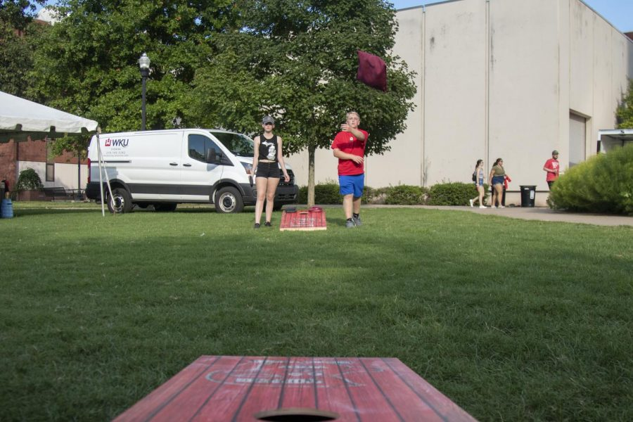 Western+Kentucky+University+freshman+Alaina+Hess+and+Allen+Ross+play+cornhole+on+South+Lawn+during+Topper+Fest+on+Friday%2C+Aug.+20%2C+2021